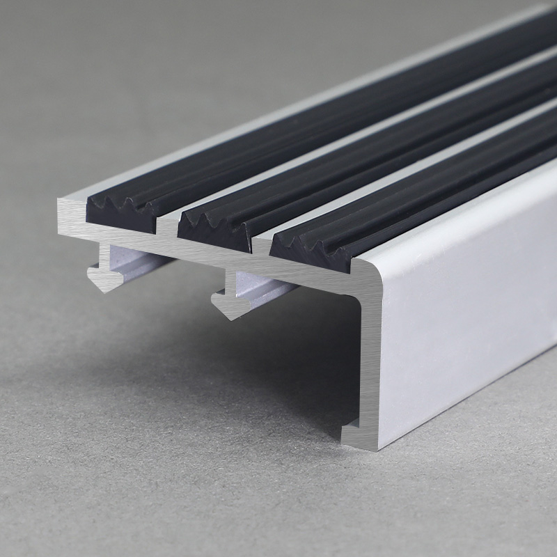 Aluminium Black Bubber Stair Nosing FSW2